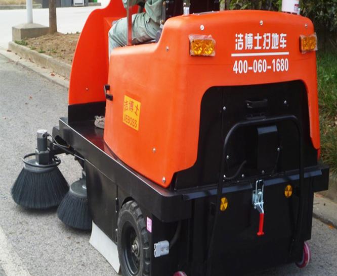 扫路车案例-驻马店市豫龙同力水泥
