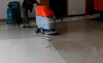 全自动洗地机视频展示(地砖地面的清洗)