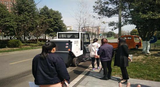 洁博士扫地车加入玄武湖清明节前卫生整治大行动
