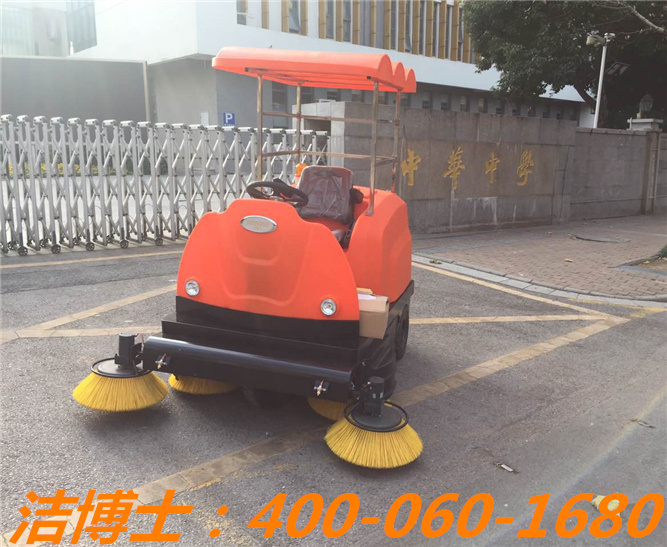 洁博士电动清扫车客户案例—南京中华中学