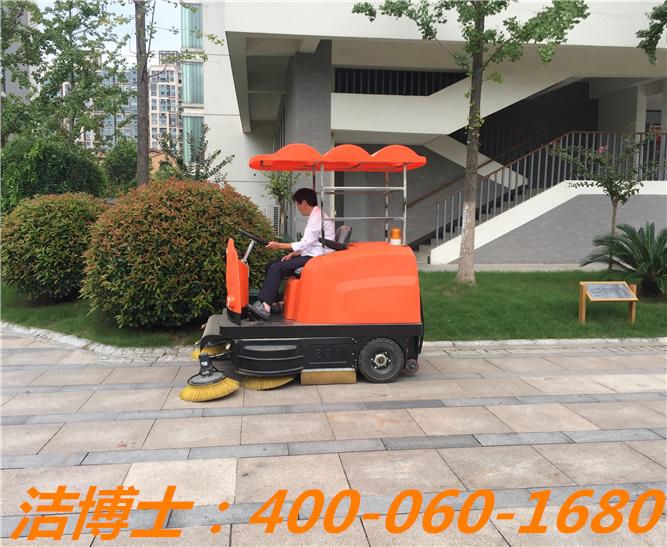 洁博士驾驶扫地车用户案例—河南牧业经济学院