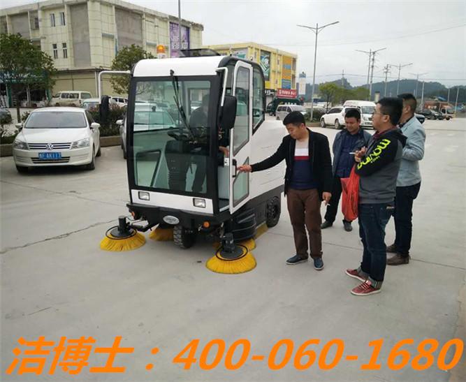 洁博士驾驶扫地车客户案例——上海扬久实业