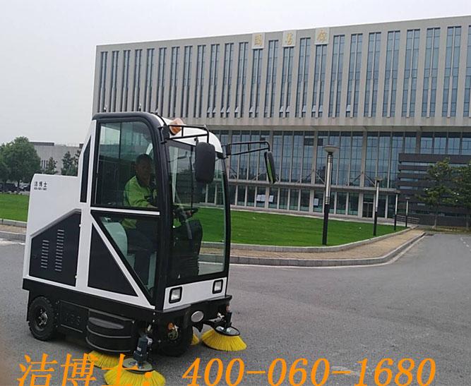 洁博士电动扫地车客户案例——南京交通职业技术学院