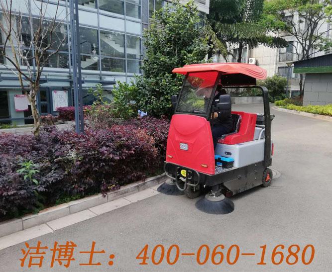 洁博士电动扫地车客户案例——昆明春源清洗有限公司