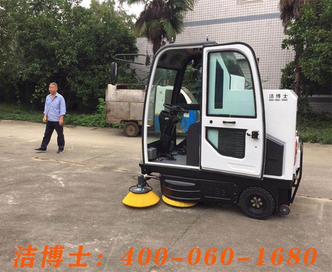 洁博士驾驶扫地车客户案例——广汉市新达物业管理有限公司