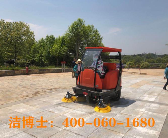 洁博士驾驶扫地车客户案例-入驻江西潘阳县4A级景区