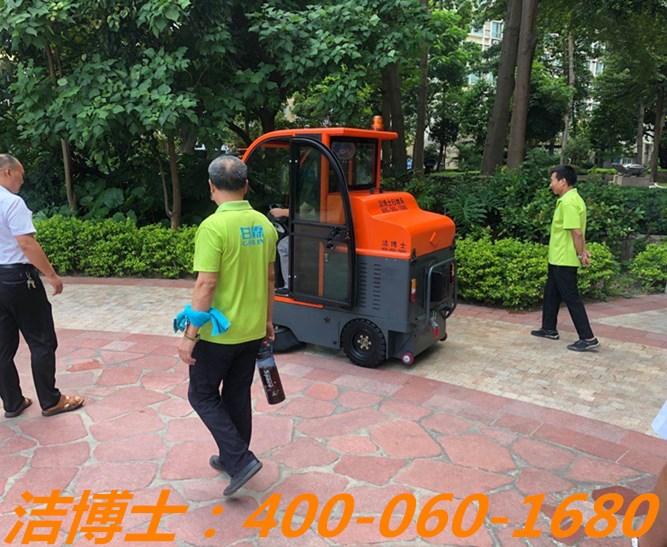洁博士驾驶扫地车客户案例——深圳市甘霖绿化清洁服务有限公司