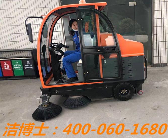 洁博士扫地车客户案例——广州黄坤油库