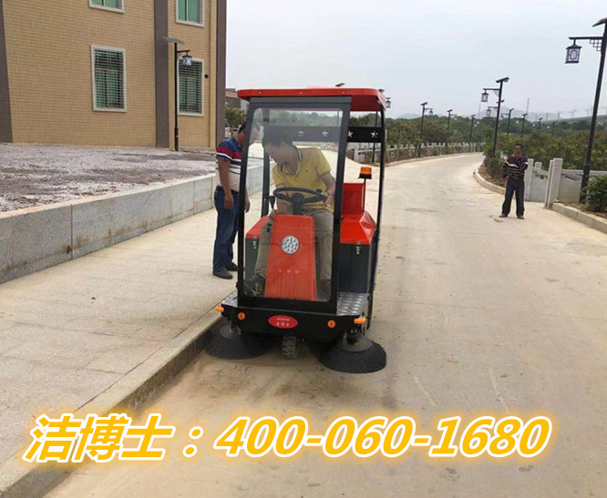 洁博士驾驶扫地车客户案例-惠来县葵潭镇石陂村民委员会