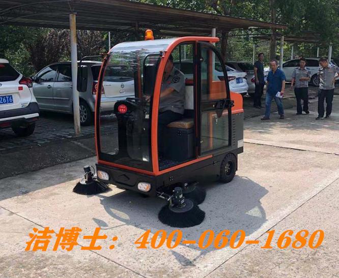 洁博士全封闭驾驶扫地车客户案例-衡东长鑫物业管理有限公司