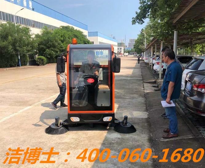 洁博士扫地车客户案例——淮安鼎冠建材科技有限公司
