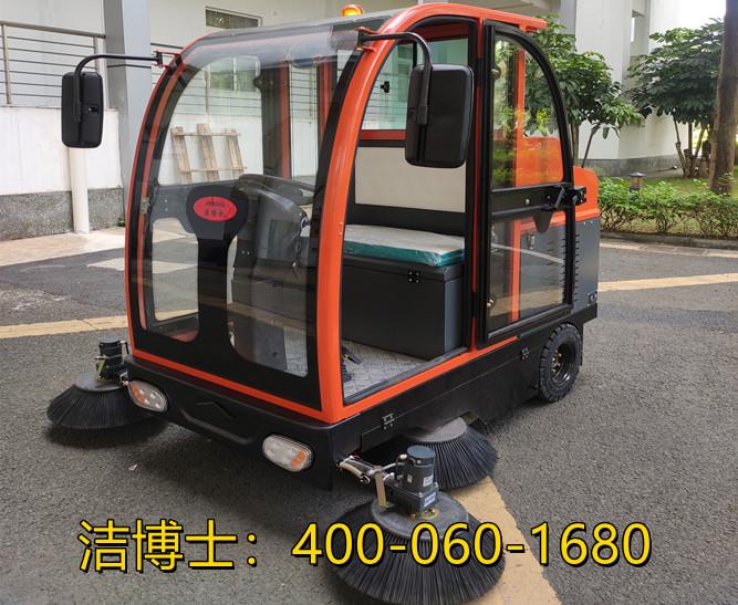 洁博士驾驶扫地车客户案例-大连汉普匠新精密机械有限公司